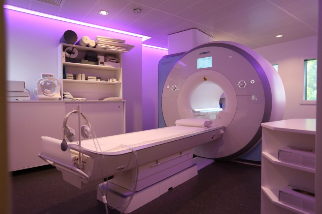 MRI   Röntgeninstitut   Brunnhof   Bern   Aera   Skyra   Siemens